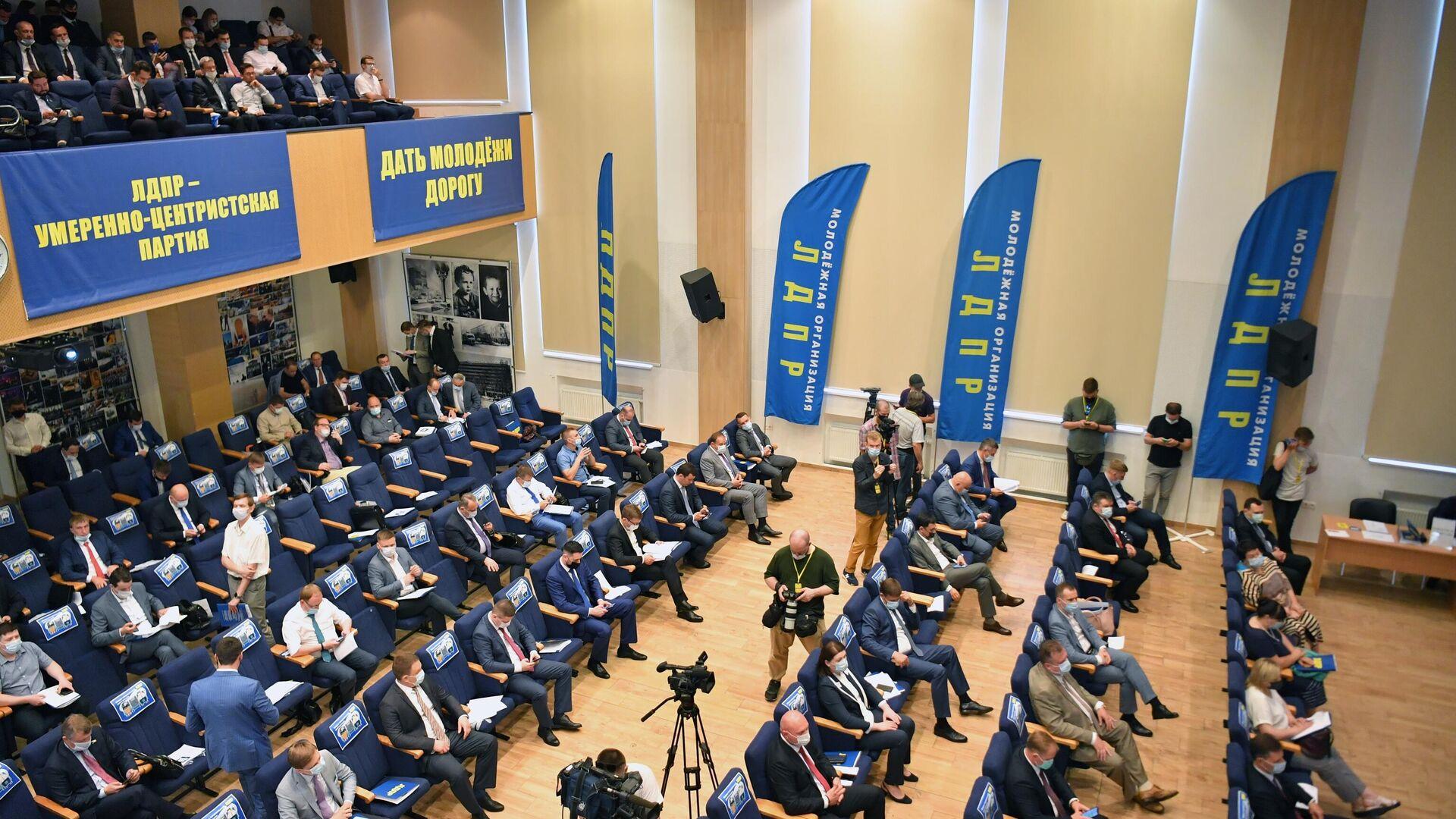 Во фракцию ЛДПР включили одномандатников Журавлева и Шайхутдинова
