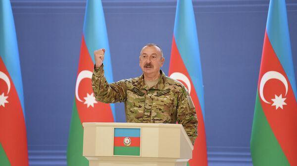 Президент Азербайджана Ильхам Алиев встретился в субботу во дворце Гюлистан в Баку с группой руководителей и личного состава азербайджанской армии по случаю Дня вооруженных сил