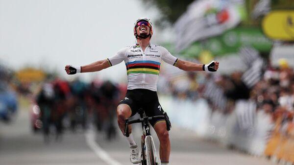 Французский велогонщик Жюлиан Алафилипп