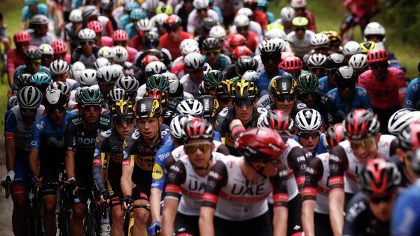 Пелотон во время первого этапа Тур де Франс