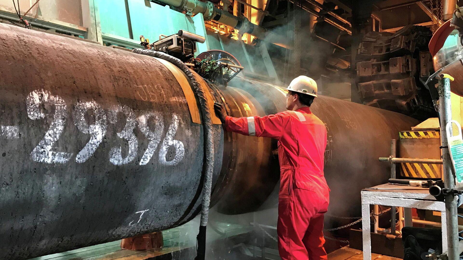 Подготовка трубы для строительства газопровода Nord Stream 2 в Балтийском море - РИА Новости, 1920, 13.07.2021