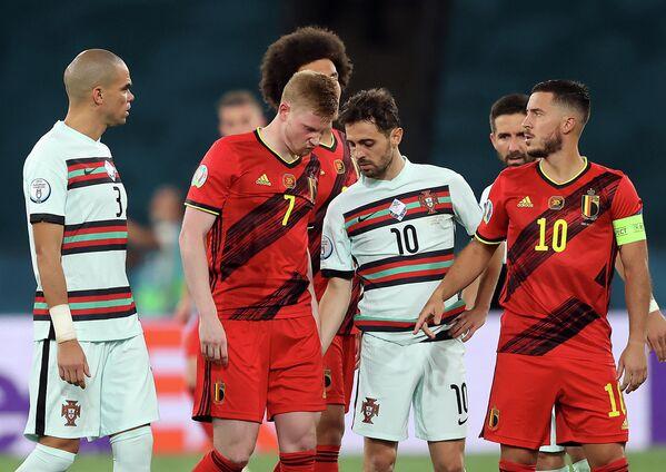 Полузащитник сборной Бельгии Кевин де Брейне покидает поле из-за травмы
