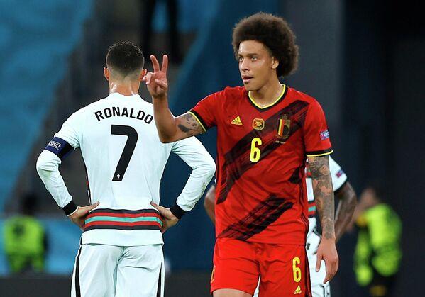 Полузащитник сборной Бельгии Аксель Витсель (справа)