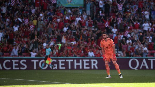Вратарь сборной Испании Унаи Симон в матче с Хорватией