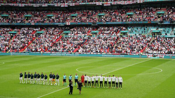 Футболисты сборных Англии и Германии перед матчем 1/8 финала ЕВРО-2020