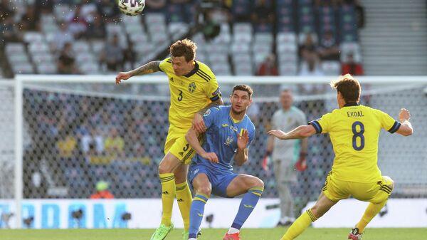 Игровой момент матча Швеция - Украина