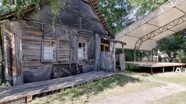 Дом-музей Сергея Довлатова и сцена
