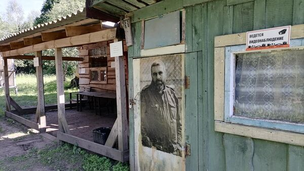 На территории дома-музея Довлатова