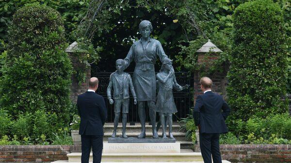 Принцы Уильям и Гарри открыли памятник принцессе Диане на западе Лондона