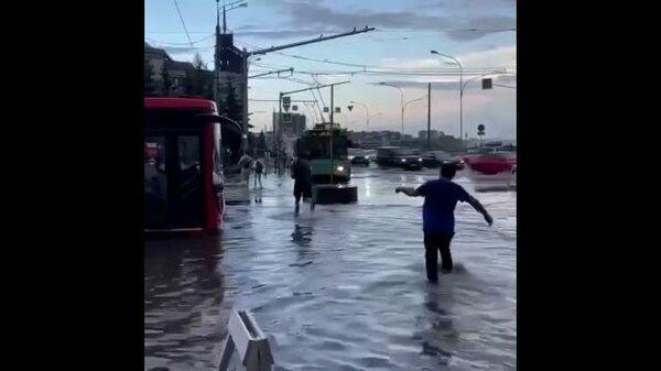 Затопленные дороги в Казани