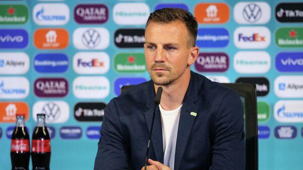 Полузащитник сборной Чехии по футболу Владимир Дарида на пресс-конференции