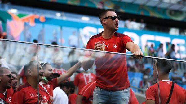 Болельщики сборной Швейцарии на трибунах стадиона ЕВРО-2020 в Санкт-Петербурге