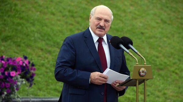 Президент Белоруссии Александр Лукашенко выступает на торжественном митинге, посвященном Дню независимости Белоруссии