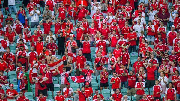 Болельщики сборной Дании на трибунах Олимпийского стадиона в Баку