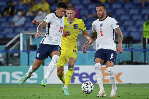 Игровой момент матча Украина - Англия