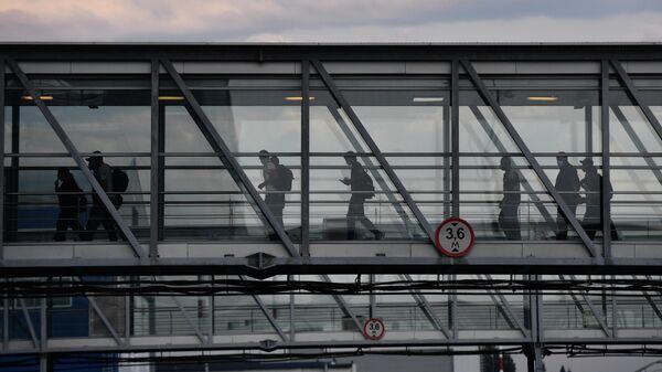 Пассажиры в аэропорту Кольцово в Екатеринбурге