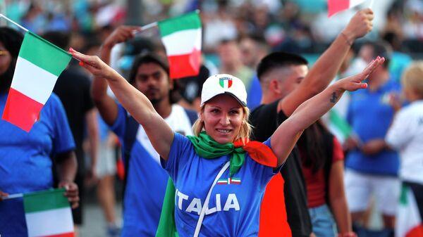 Болельщики сборной Италии на Пьяцца дель Попполо в Риме