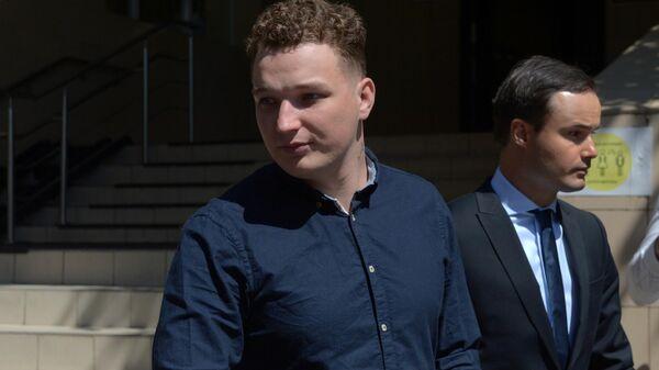 Видеоблогер Эдвард Бил у Пресненского районного суда города Москвы