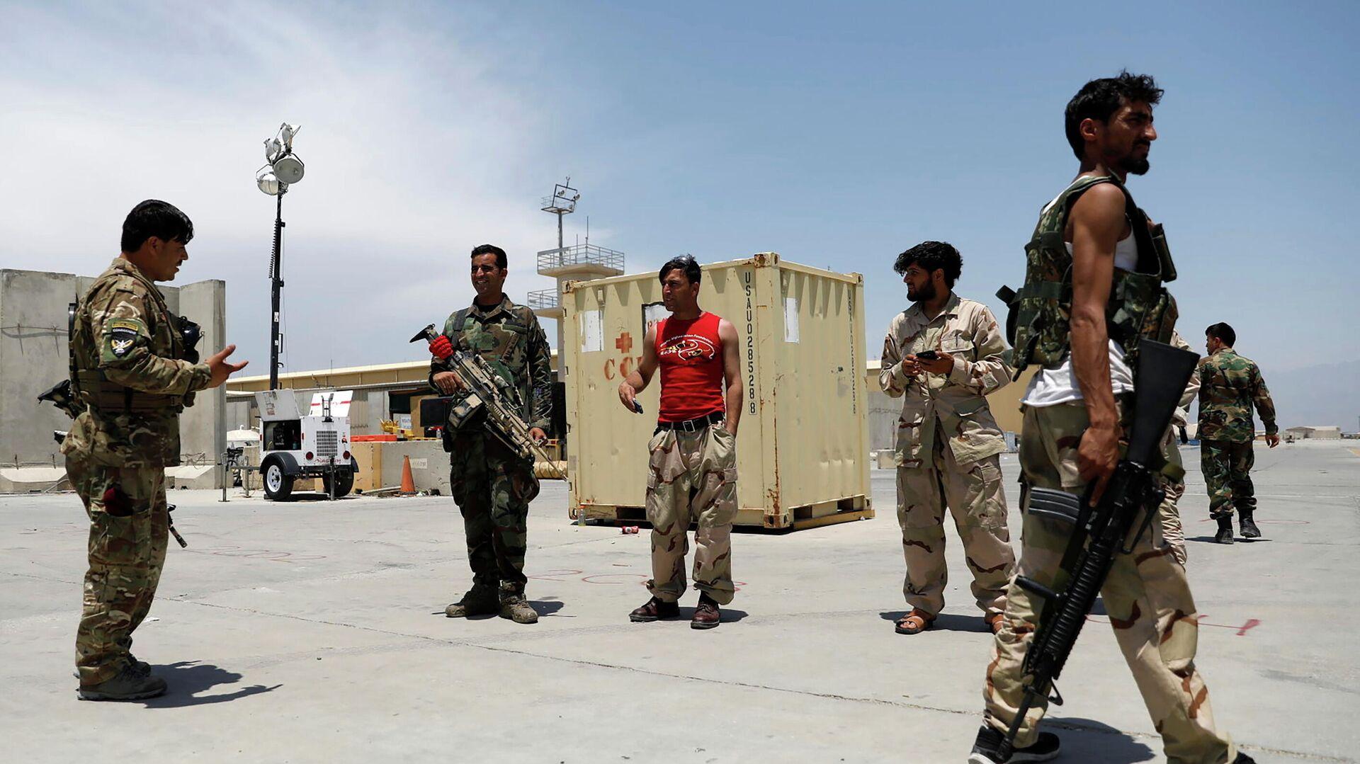 Афганские военнослужащие на американской авиабазе Баграм в Афганистане - РИА Новости, 1920, 08.07.2021