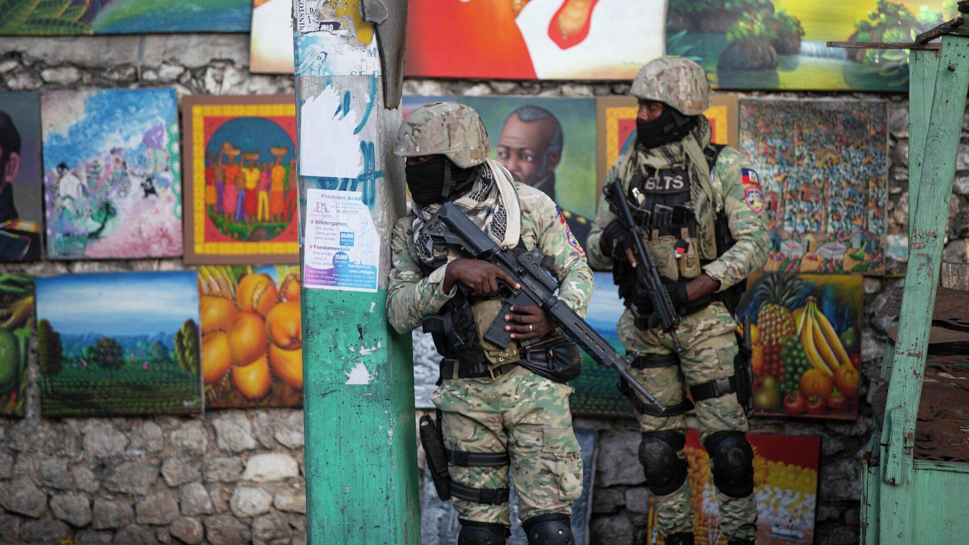 Солдаты патрулируют район Петион Вилль после нападения на резиденцию главы Гаити Жовенеля Моиза - РИА Новости, 1920, 07.07.2021
