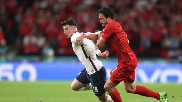Soccer Football - Euro 2020 - Semi Final - England v Denmark - Wembley Stadium, London, Britain - July 7, 2021 England's Mason Mount in action with Denmark's Thomas Delaney Pool via REUTERS/Carl Recine