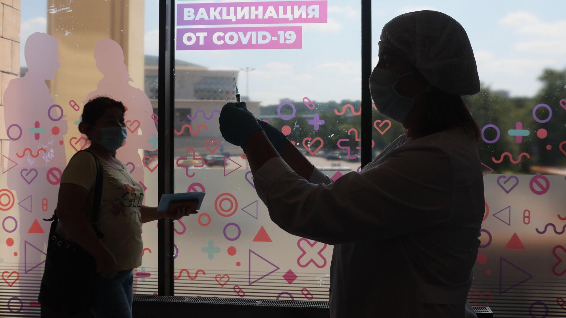 Центр вакцинации от COVID-19 в Лужниках - РИА Новости, 1920, 09.08.2021