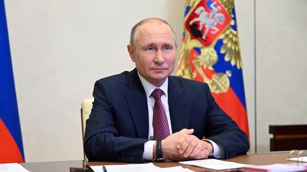 Президент РФ Владимир Путин в режиме видеоконференции проводит встречу с финалистами Всероссийского конкурса Большая перемена