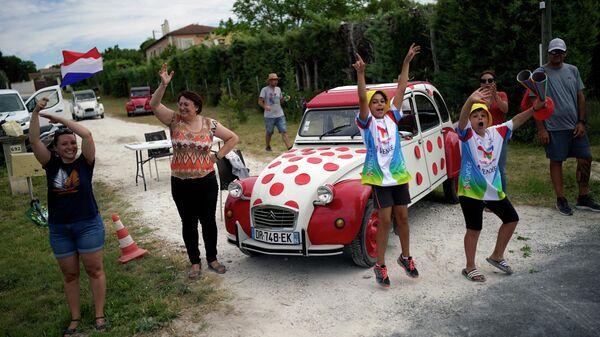 Зрители велогонки Тур де Франс во Франции