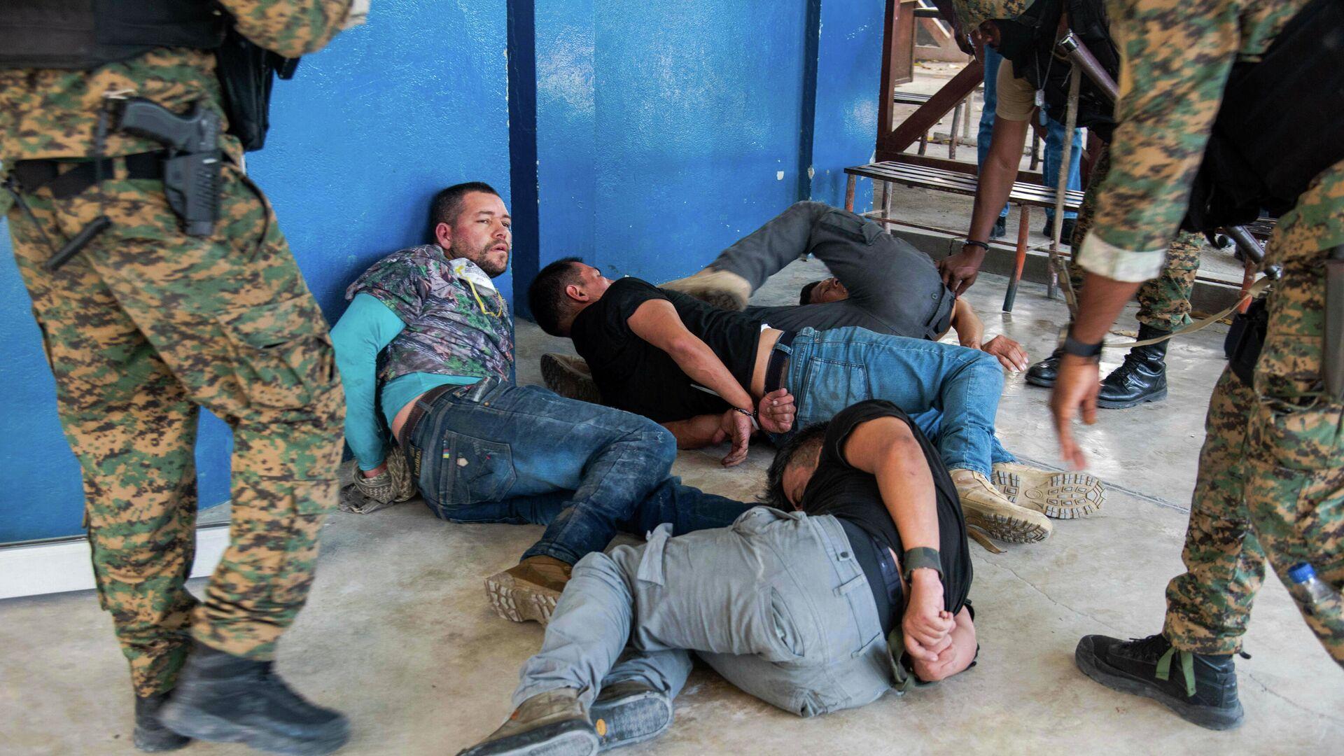 Подозреваемые, задержанные в Гаити по делу об убийстве президента страны Жовенеля Моиза - РИА Новости, 1920, 09.07.2021