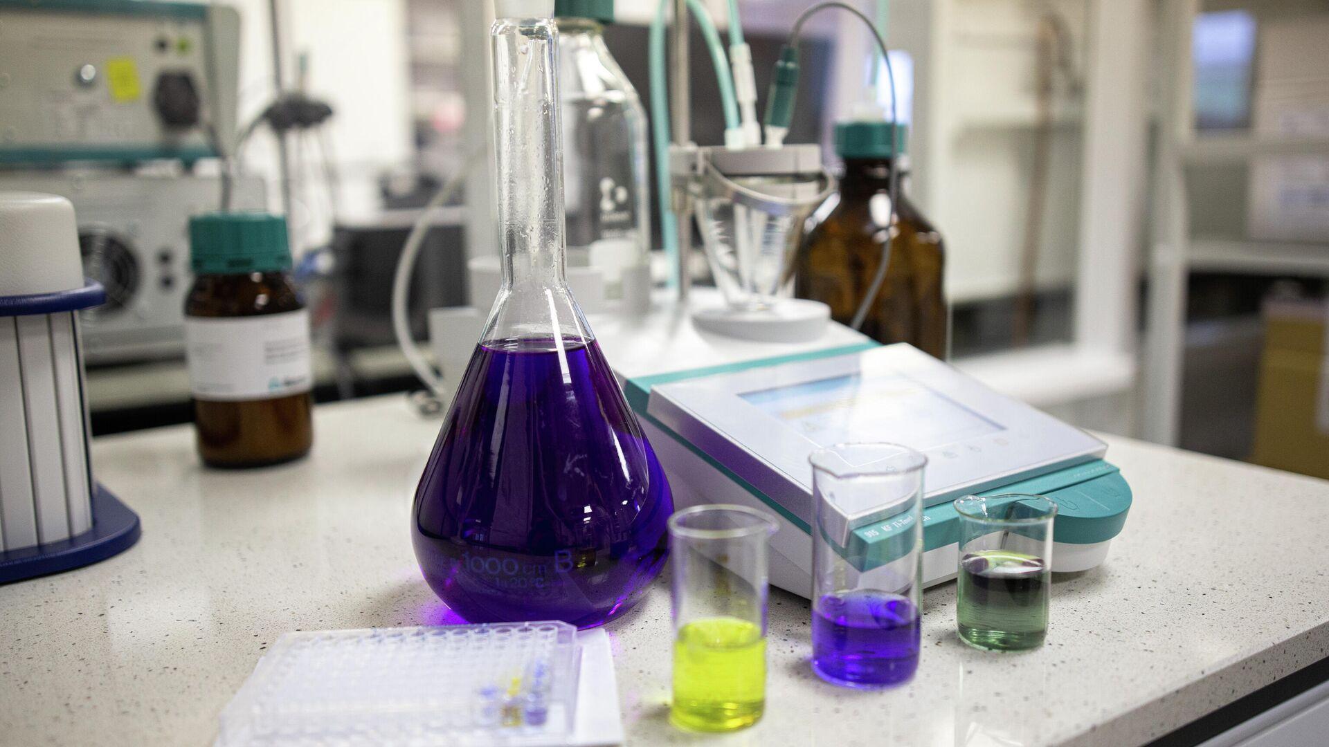 Работа в химической лаборатории - РИА Новости, 1920, 02.08.2021
