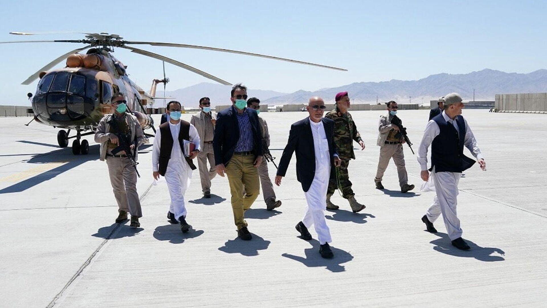 Президент Афганистана Ашраф Гани во время визита на авиабазу Баграм - РИА Новости, 1920, 12.07.2021