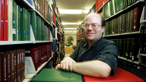 Один из основателей и главный редактор Википедии Ларри Сэнгер