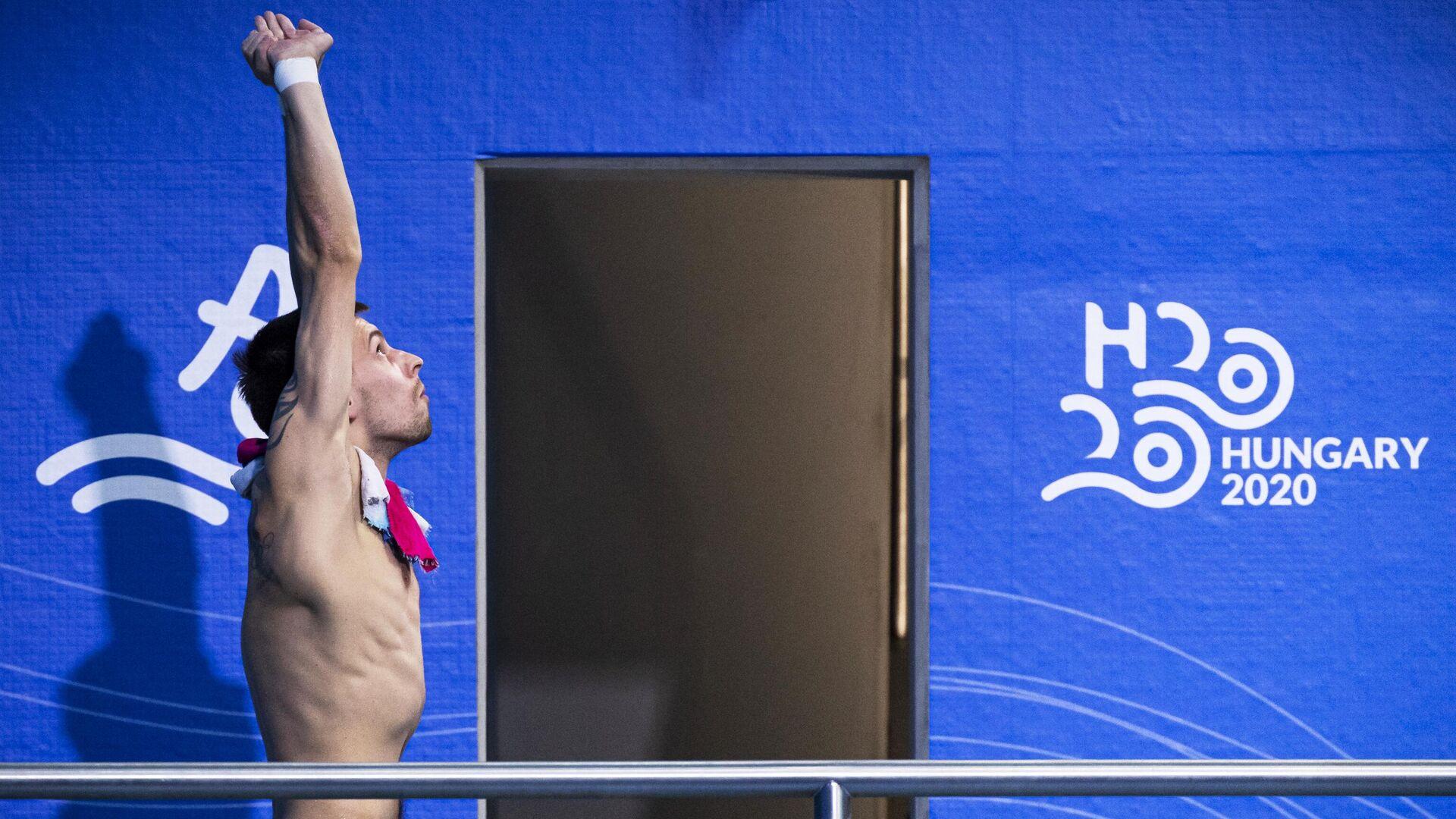 Виктор Минибаев (Россия) перед прыжком в финальных соревнованиях в прыжках в воду с вышки 10 м среди мужчин на чемпионате Европы по водным видам спорта в Будапеште. - РИА Новости, 1920, 26.07.2021