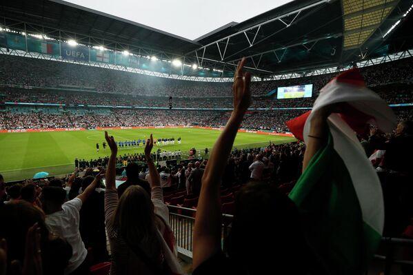 Футболисты сборных Италии и Англии