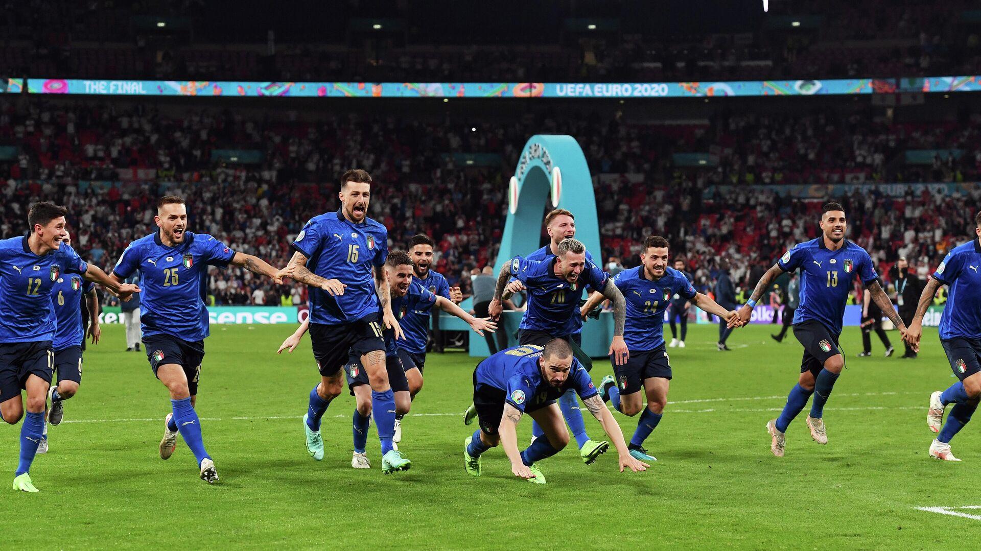 Футболисты сборной Италии после победы на ЕВРО-2020 - РИА Новости, 1920, 12.07.2021