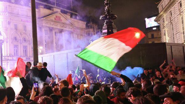 Болельщики отмечают победу сборной Италии на ЕВРО