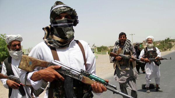 Бывшие моджахеды на контрольно-пропускном пункте на окраине провинции Герат