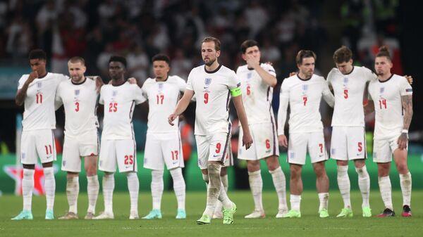 Футболисты сборной Англии в серии пенальти во время финального матча чемпионата Европы