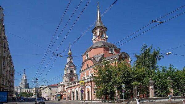 Церковь Апостолов Петра и Павла на Новой Басманной улице в Москве