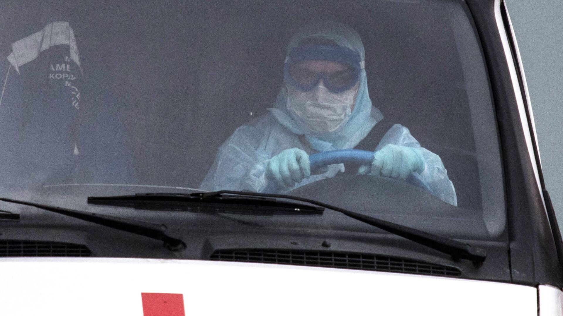 Водитель скорой медицинской помощи возле больницы в Коммунарке - РИА Новости, 1920, 21.07.2021
