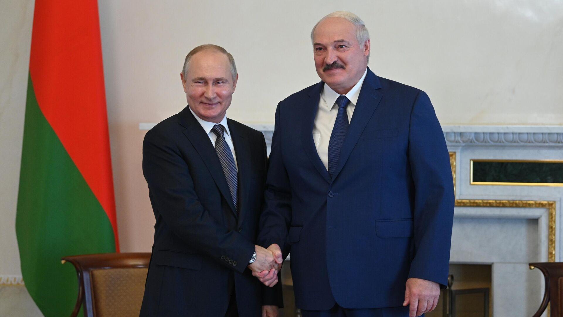 Президент РФ Владимир Путин и президент Белоруссии Александр Лукашенко во время встречи - РИА Новости, 1920, 15.07.2021