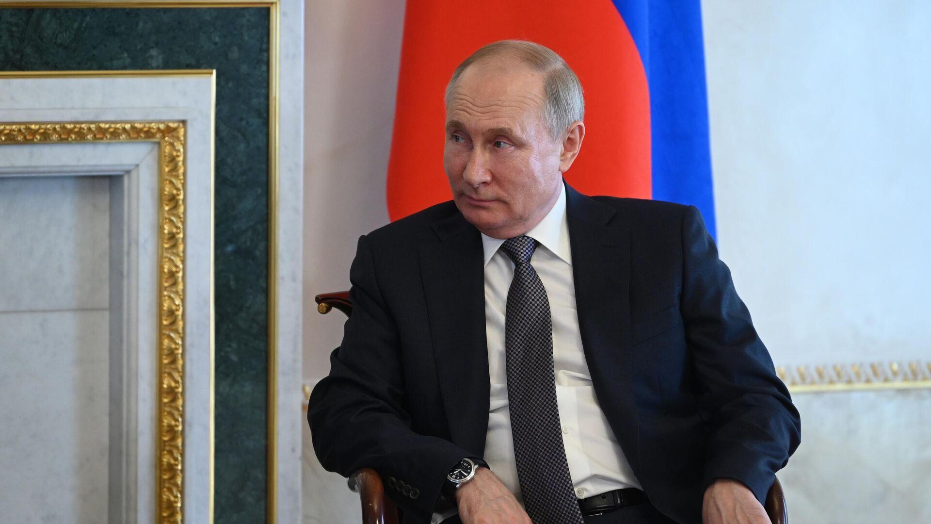 Президент РФ Владимир Путин во время встречи с президентом Белоруссии Александром Лукашенко - РИА Новости, 1920, 22.07.2021
