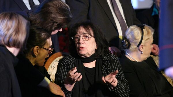 Гитана Леонтенко во время церемонии прощания с актером Алексеем Баталовым