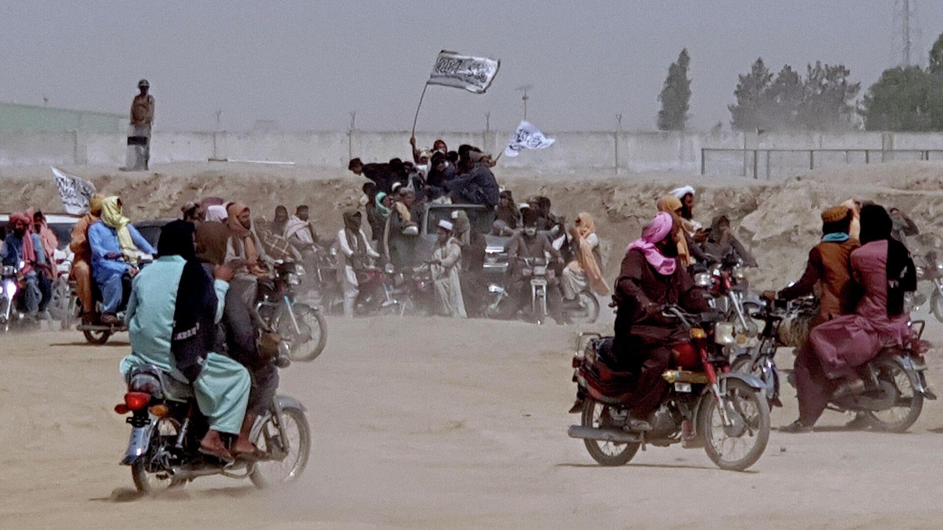 Сторонники Талибана* на границе Афганистана и Пакистана - РИА Новости, 1920, 15.07.2021