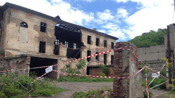 На месте обрушения заброшенного вытрезвителя во Владивостоке