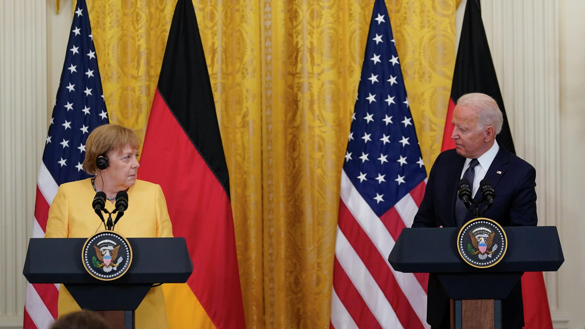 Президент США Джо Байден и канцлер ФРГ Ангела Меркель на пресс-конференции в Белом доме - РИА Новости, 1920, 16.07.2021