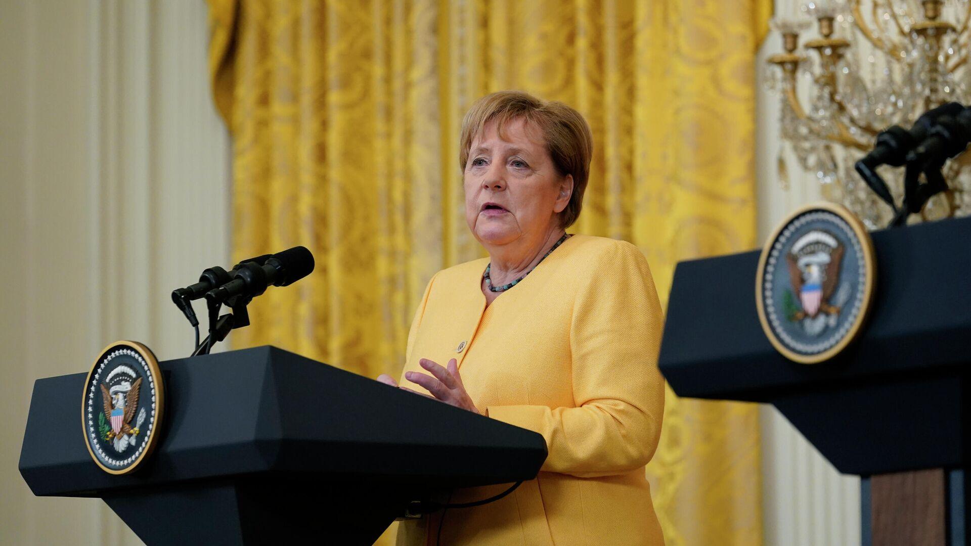 Канцлер Германии Ангела Меркель выступает на пресс-конференции с президентом Джо Байденом - РИА Новости, 1920, 16.07.2021