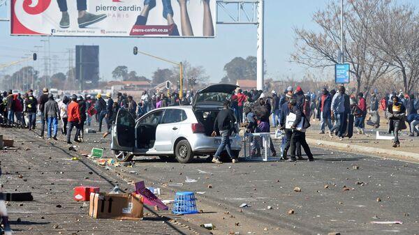 Участники беспорядков на улице Йоханнесбурга