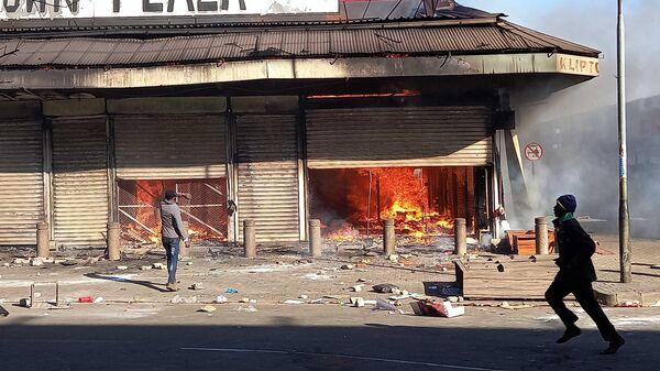 Последствия беспорядков на улице Йоханнесбурга