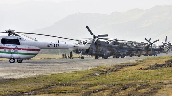Авиация армии Таджикистана на параде на границе с Афганистаном
